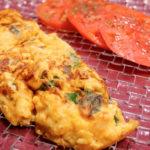 blog colochef Tortilla de espinacas frescas y queso ricota con rodaja de tomate